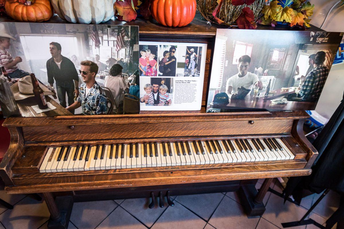 Pianino z filmu Top Gun w Kansas City Barbeque, San Diego, Kalifornia, USA