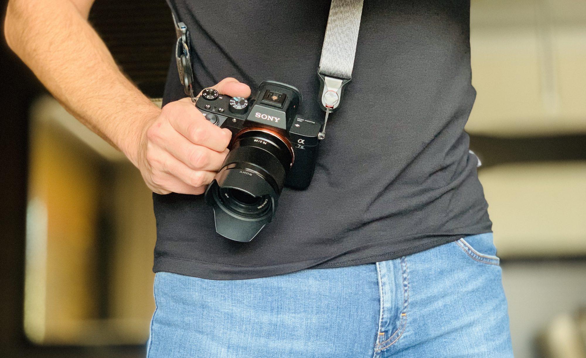 Sony A7III z obiektywem 28/2 to lekki i kompaktowy sprzęt dający rewelacyjną jakość obrazu